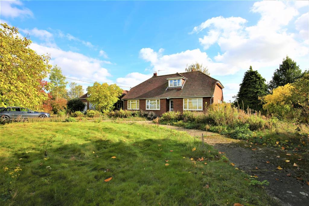3 Bedrooms Bungalow for sale in Maidstone Road, Marden, Tonbridge