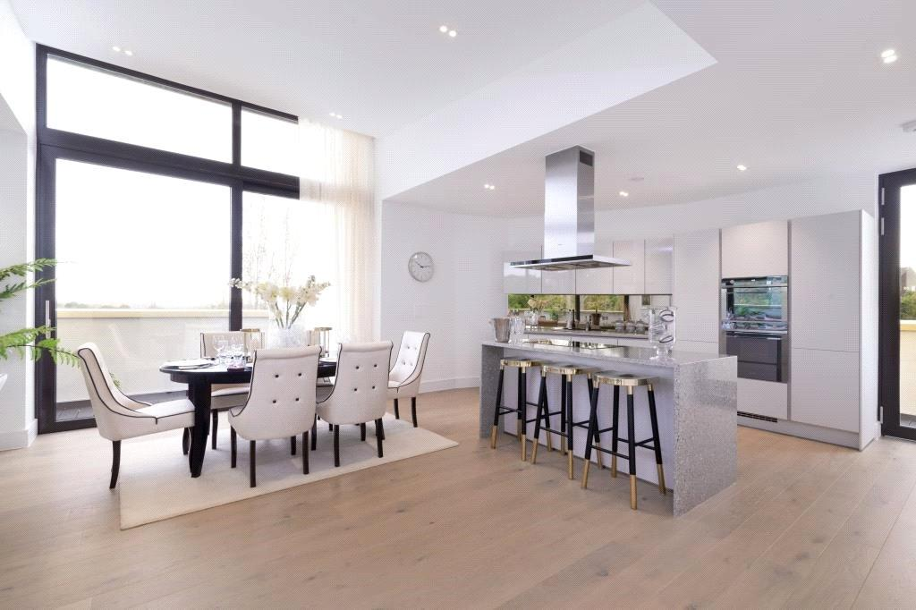 3 Bedrooms Penthouse Flat for sale in Aylmer Road, Highgate, London, N2