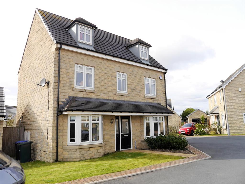 5 Bedrooms Detached House for sale in Hazel Fold, Queensbury, Bradford, BD13 2FE