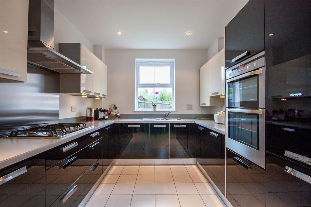 5 Bedrooms Detached House for sale in Felstead Crescent, Stansted Mountfitchet, Essex