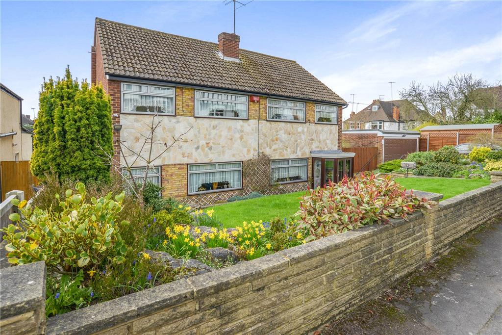 4 Bedrooms Detached House for sale in Silverdale Road, Bushey, Hertfordshire, WD23