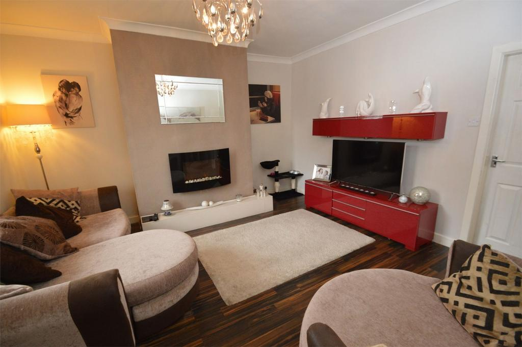 3 Bedrooms Terraced House for sale in Nelson Street, HEYWOOD, Lancashire