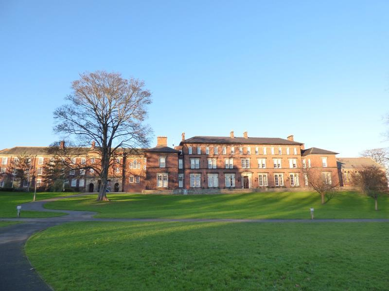 3 Bedrooms Apartment Flat for sale in THE OLD COLLEGE, STEVEN WAY, RIPON, HG4 2TQ