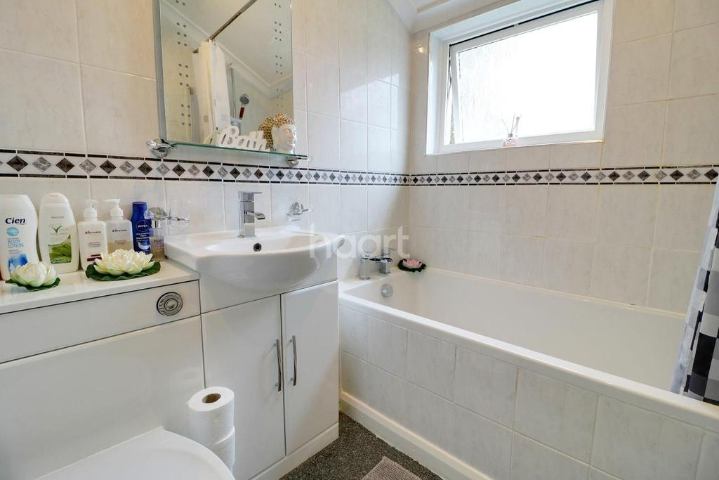 3 Bedrooms Terraced House for sale in Gainsborough Road, Epsom, KT19