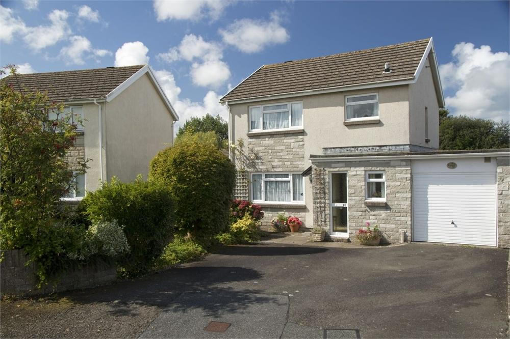 3 Bedrooms Semi Detached House for sale in 12 Heol Gollen, North Park Estate, Cardigan, Ceredigion