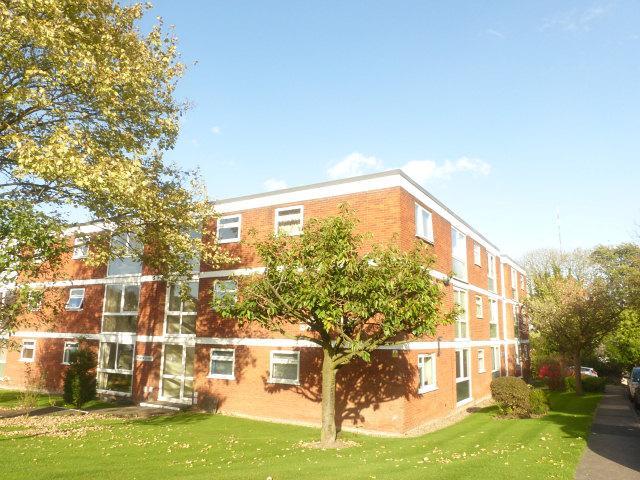 2 Bedrooms Flat for sale in Packington Court, Blackberry Lane,Four Oaks,Sutton Coldfield