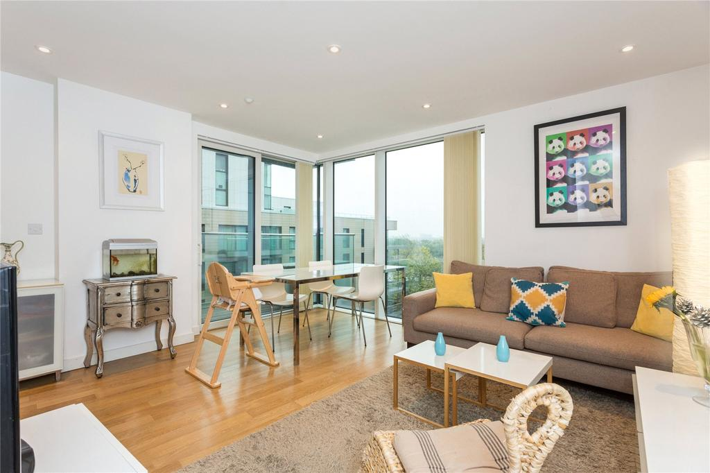 3 Bedrooms Flat for sale in Residence Tower, Woodberry Grove, Finsbury Park, London