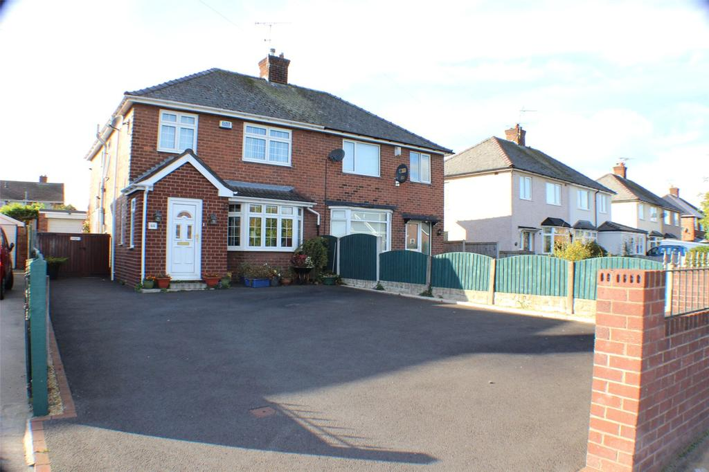3 Bedrooms Semi Detached House for sale in Cefn Road, Wrexham, LL13
