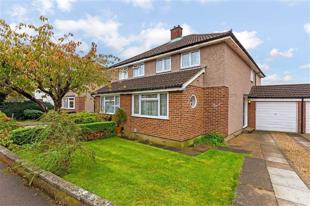3 Bedrooms Semi Detached House for sale in Cheyne Close, Ware, Hertfordshire, SG12