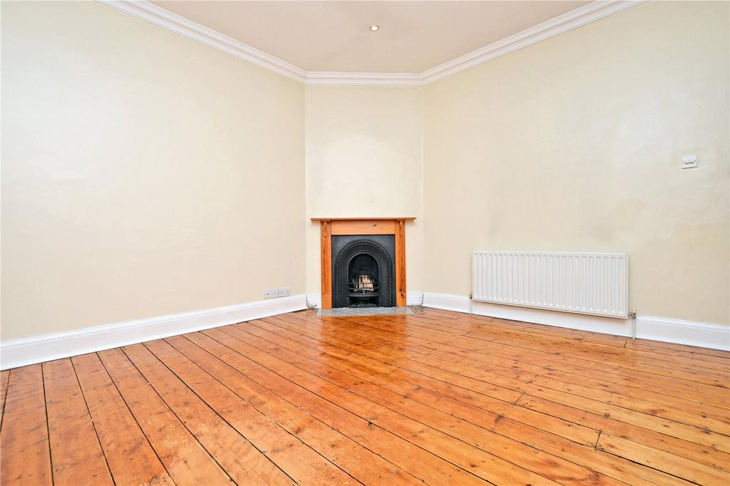 2 Bedrooms Flat for sale in Church Hill Road, Cheam, Sutton, SM3