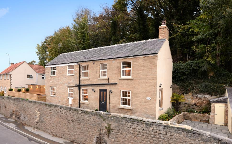 3 Bedrooms Cottage House for sale in THE COTTAGE, BOWCLIFFE ROAD, BRAMHAM, WETHERBY, LS23 6QY