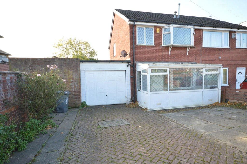 3 Bedrooms Semi Detached House for sale in Butcher Hill, West Park, Leeds