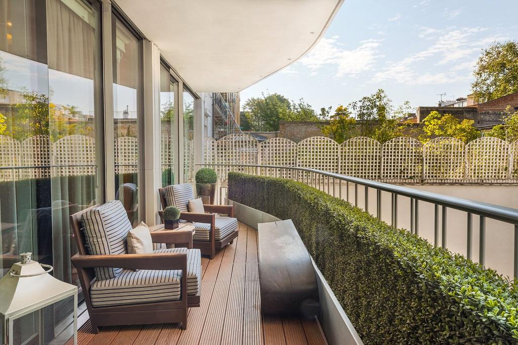4 Bedrooms Maisonette Flat for sale in Chesham Place, London, SW1X