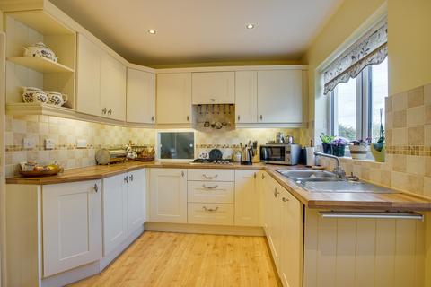 2 bedroom detached bungalow for sale - 4 Paddock Way, Storth, Milnthorpe, Cumbria, LA7 7JJ
