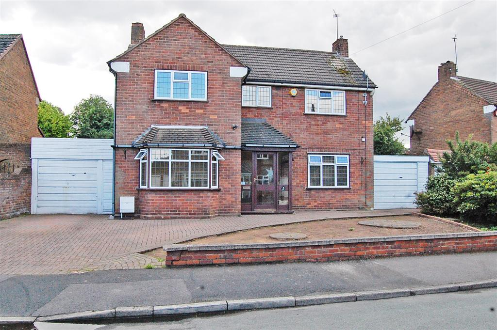 3 Bedrooms Detached House for sale in Hartland Road, Tipton, West Midlands, DY4 8BQ