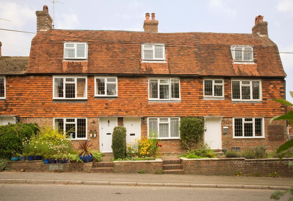 2 Bedrooms Terraced House for sale in Prospect Cottages, Burwash, East Sussex, TN19 7BJ