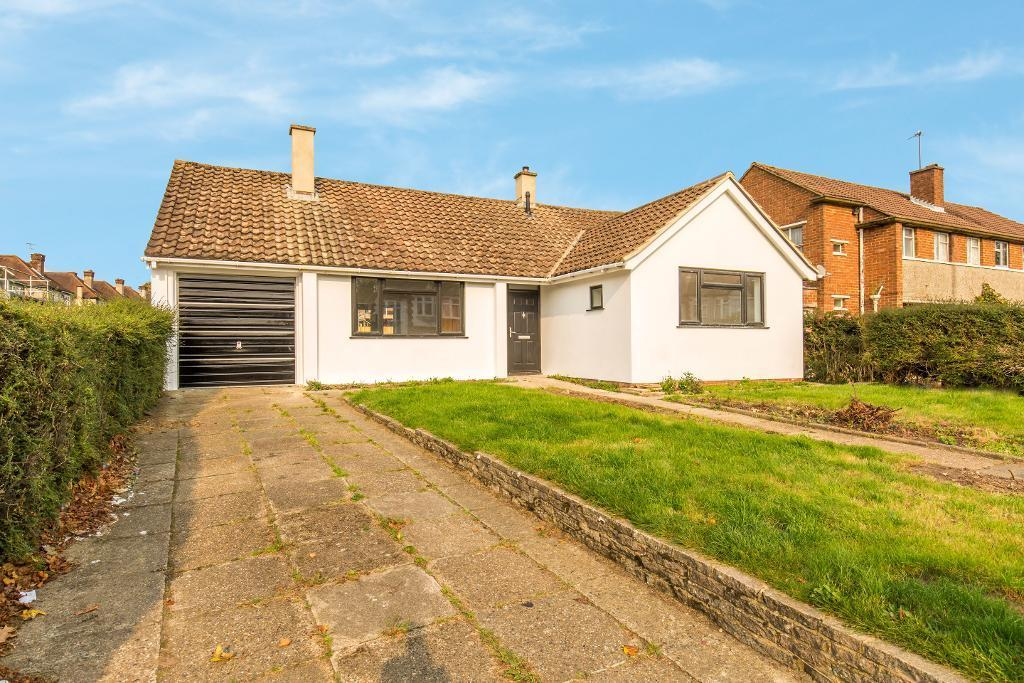 3 Bedrooms Detached Bungalow for sale in Cranleigh Gardens, Sanderstead, Surrey, CR2 9LD