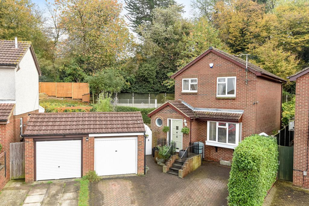 3 Bedrooms Detached House for sale in Aldington Close, Walderslade