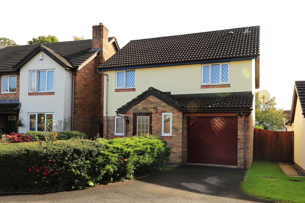 4 Bedrooms Detached House for sale in Ostringen Close, Abergavenny