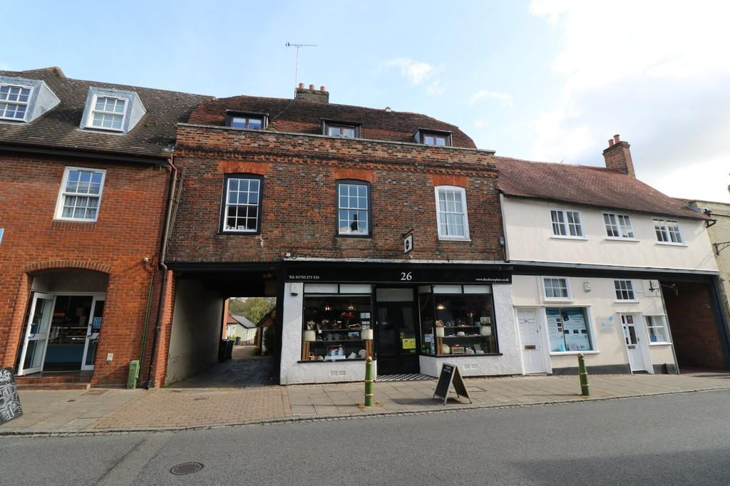 3 Bedrooms Apartment Flat for sale in Bake House Court, Buntingford