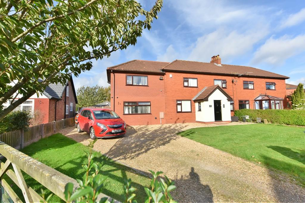 4 Bedrooms Semi Detached House for sale in Snape Green, Scarisbrick