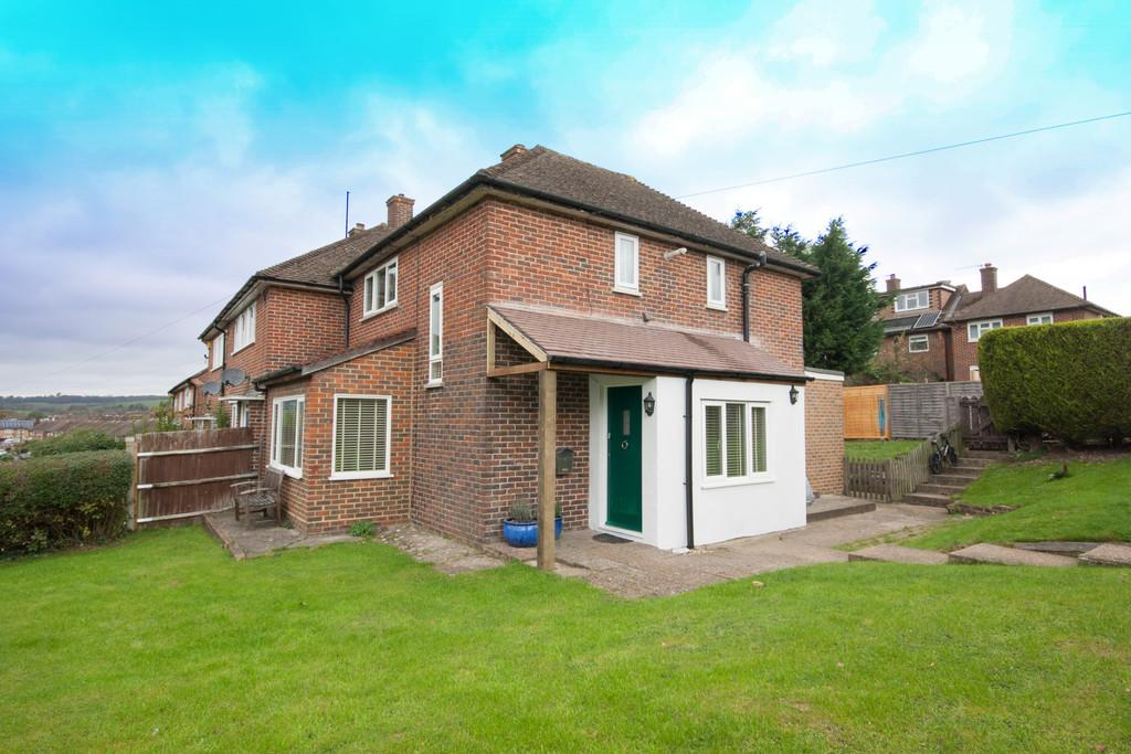 3 Bedrooms Semi Detached House for sale in Radstock Way, Merstham, Redhill