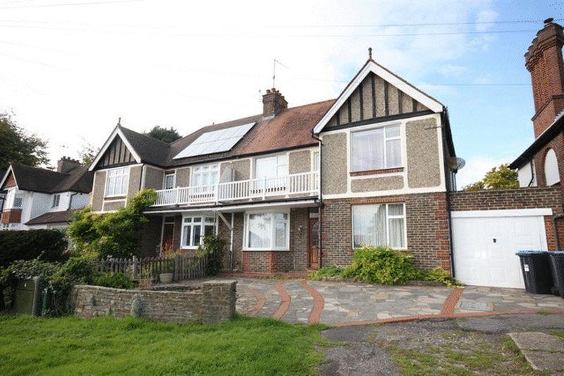 3 Bedrooms Semi Detached House for sale in Bletchingley Road, Godstone