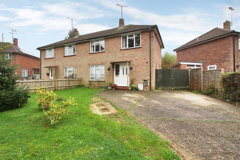 3 Bedrooms Semi Detached House for sale in Longfield Road, Horsham