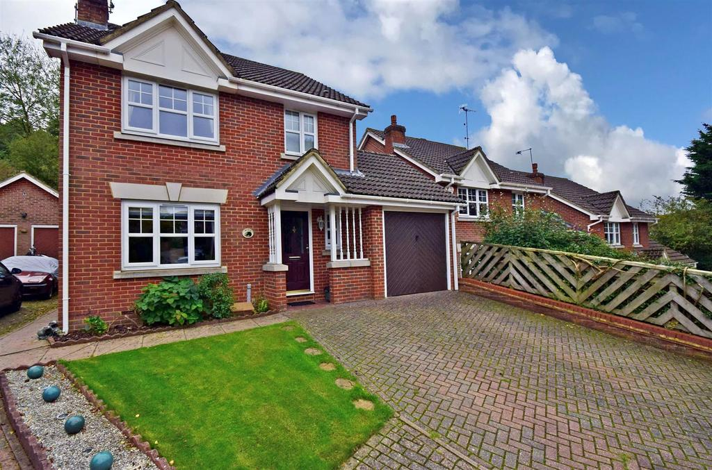 3 Bedrooms Detached House for sale in Badger Way, Hazlemere