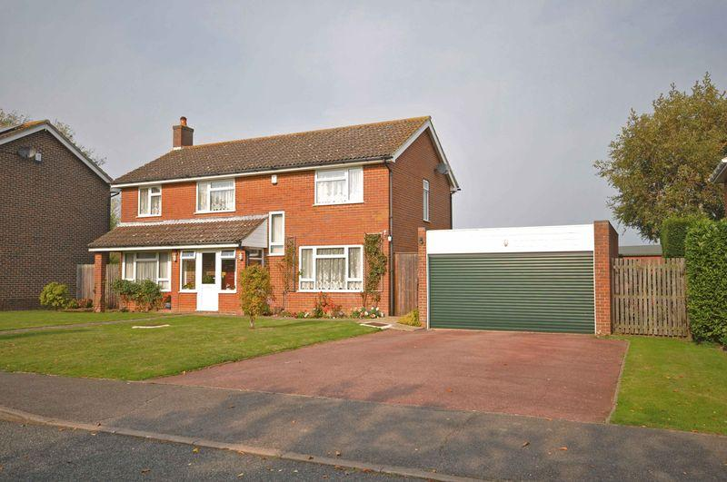 4 Bedrooms Detached House for sale in Oaks Park, Rough Common, Canterbury