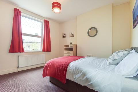 Studio to rent - 1 Park Grove, Shipley