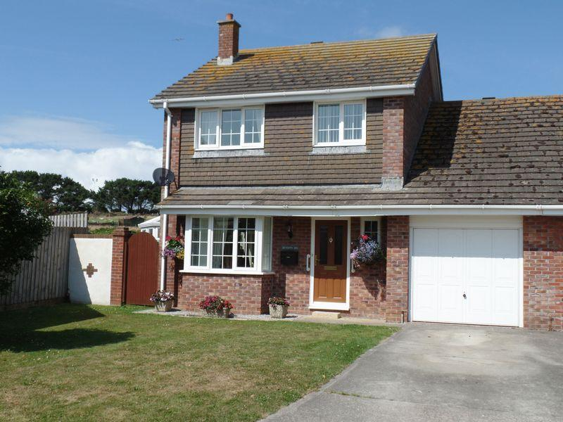 4 Bedrooms Detached House for sale in Pydar Close, Newquay