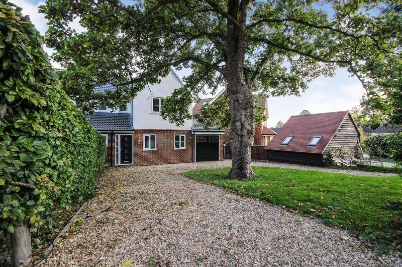 4 Bedrooms Semi Detached House for sale in Verne Drive, Ampthill