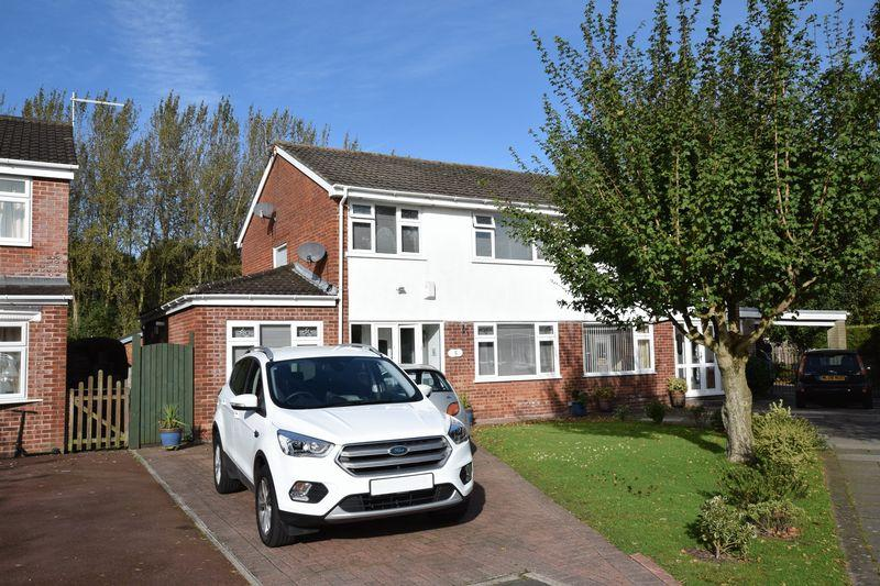 3 Bedrooms Semi Detached House for sale in Henbury Place, Runcorn