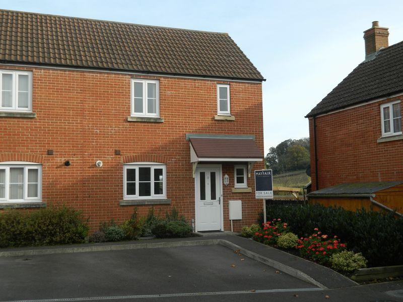 2 Bedrooms Semi Detached House for sale in Walnut Place, Ilminster