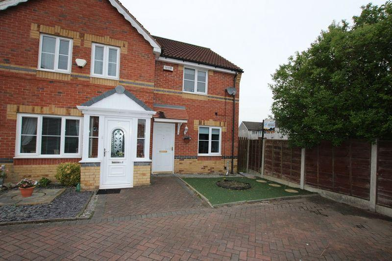 2 Bedrooms Semi Detached House for sale in Seathwaite Close, Middleton, Manchester, M24 5YB