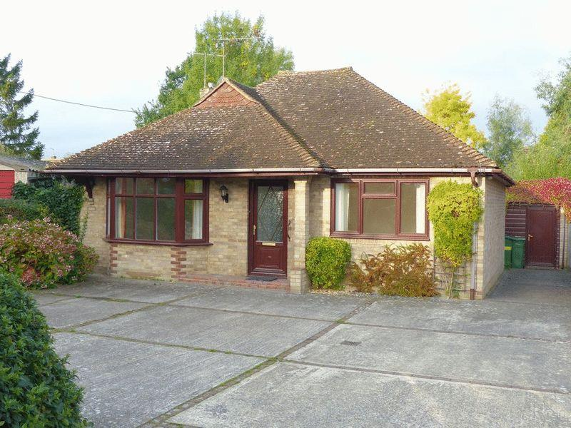 2 Bedrooms Bungalow for sale in Station Road, Staplehurst