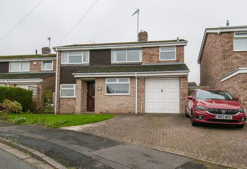 4 Bedrooms Detached House for sale in Rushmere Way, Rushden