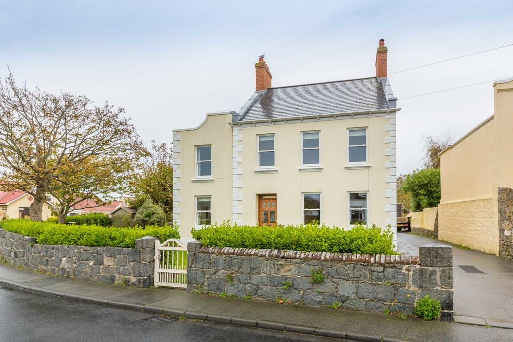 5 Bedrooms Detached House for sale in Grande Rue, Vale, Guernsey