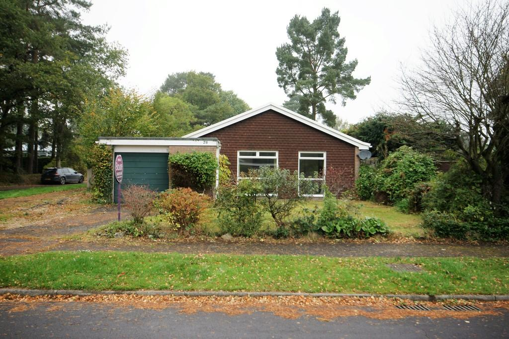 4 Bedrooms Detached Bungalow for sale in Eveley Close, WHITEHILL, Hampshire