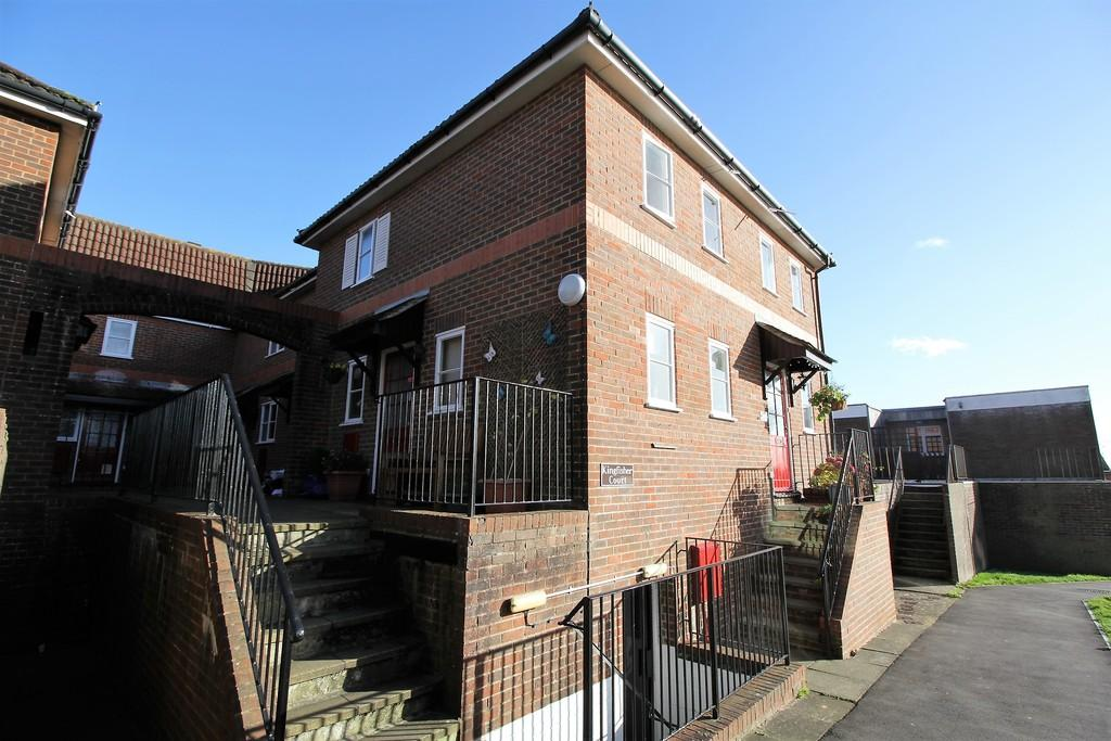 1 Bedroom Maisonette Flat for sale in Kingfisher Court, ALTON, Hampshire