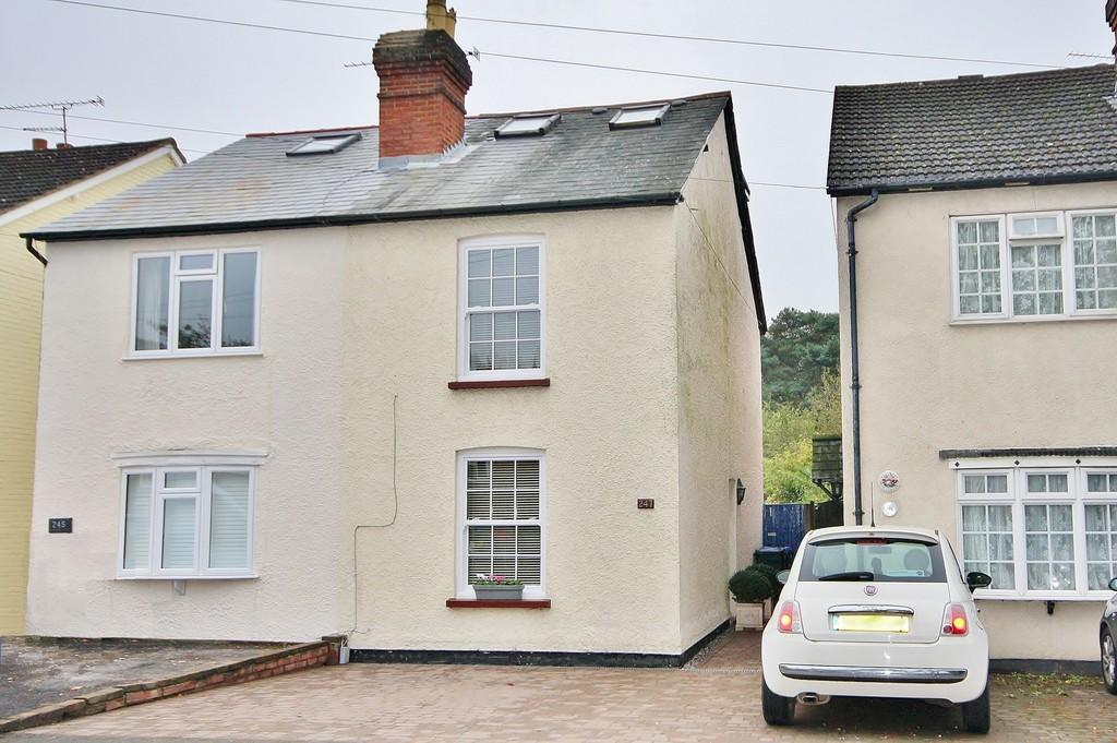 3 Bedrooms Semi Detached House for sale in Brookwood, Woking