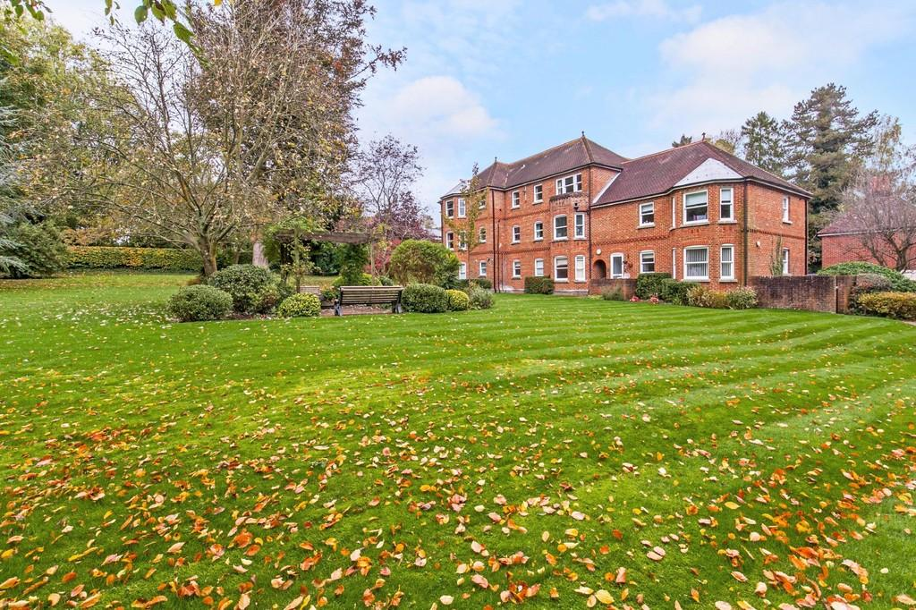 2 Bedrooms Apartment Flat for sale in Mead Road, St. Cross, Winchester, SO23