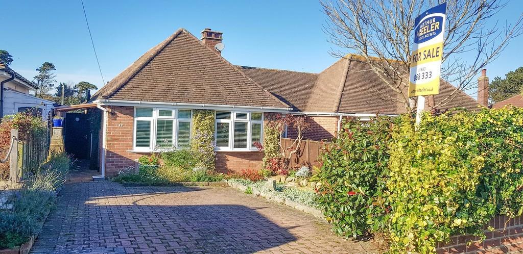 2 Bedrooms Semi Detached Bungalow for sale in The Fairway, Sandown