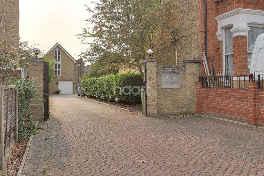 1 Bedroom End Of Terrace House for sale in Connor Close, Queens Road