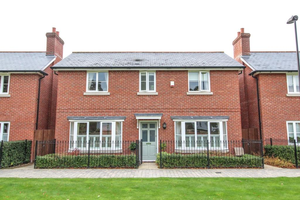 4 Bedrooms Detached House for sale in Kensington Way, Brentwood, Essex, CM14