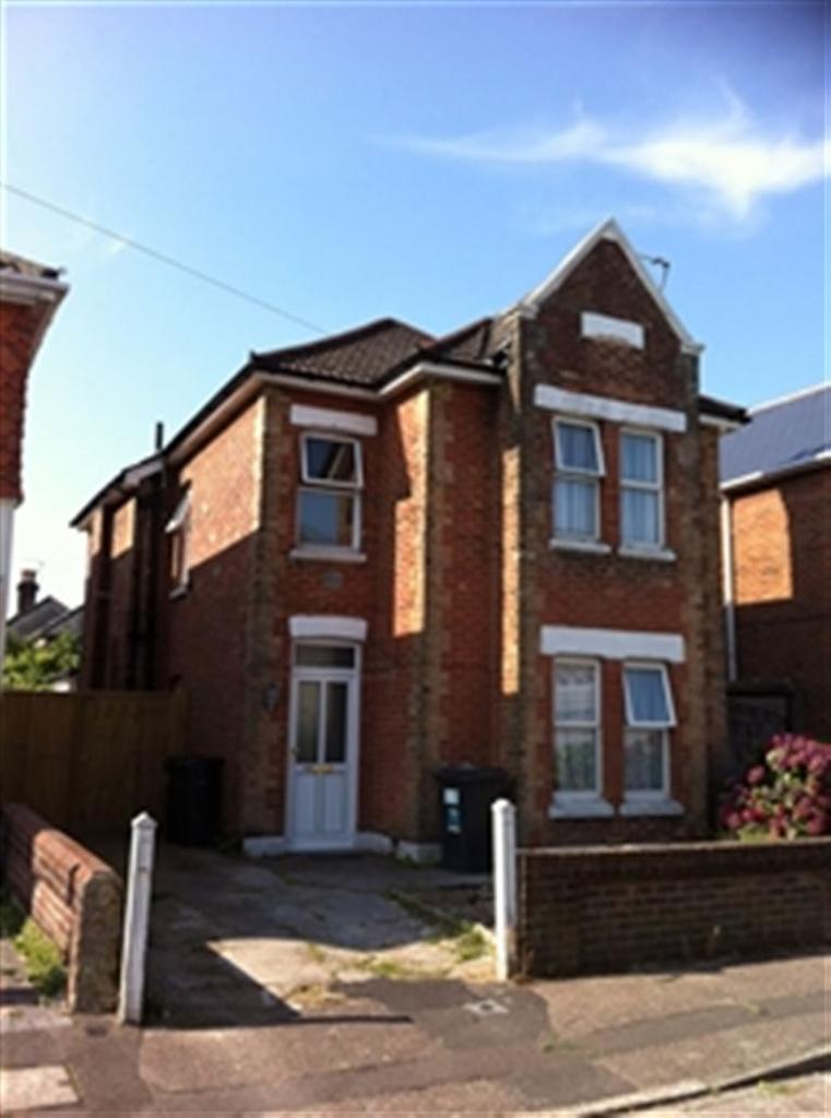 5 Bedrooms House for rent in Shelbourne Road, Charminster, Bournemouth, Dorset
