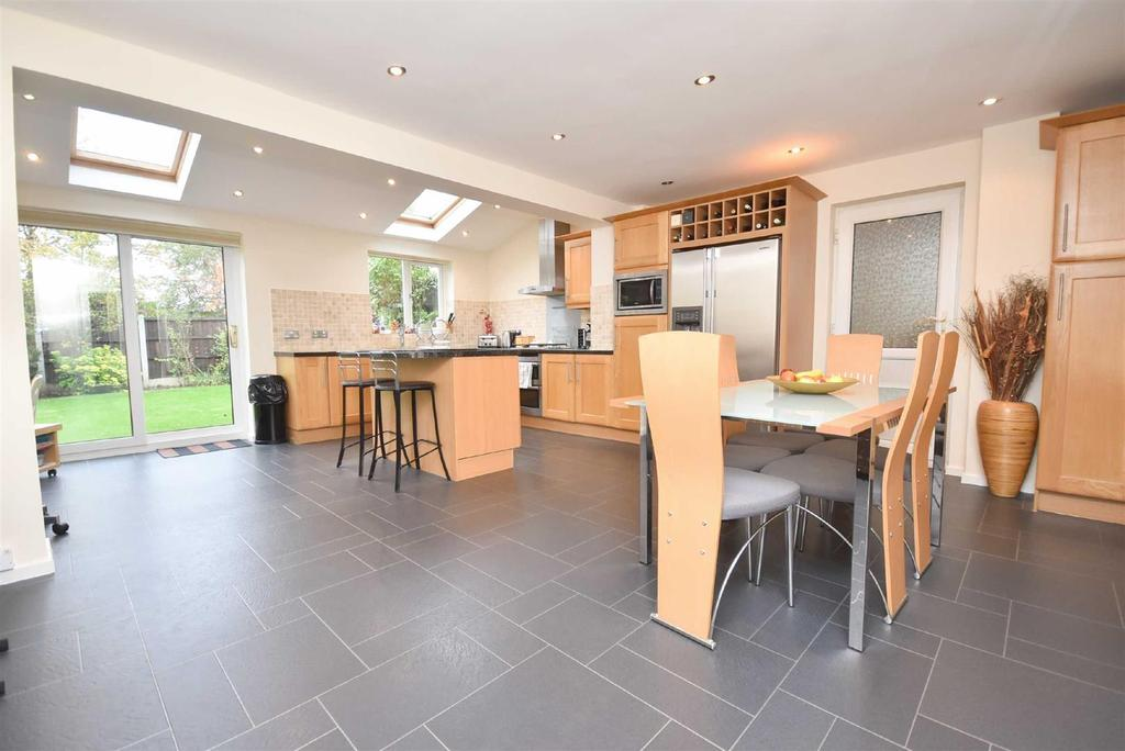 4 Bedrooms Detached House for sale in Claremont Drive, West Bridgford, Nottingham