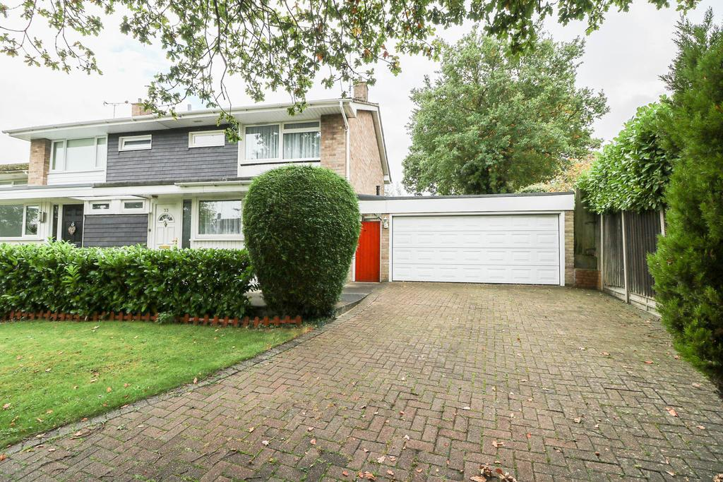 3 Bedrooms Semi Detached House for sale in Valley Road , Billericay CM11