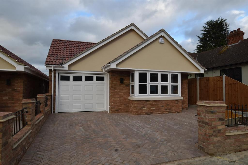 3 Bedrooms Detached Bungalow for sale in Cheapside East, Rayleigh